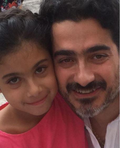همایون شجریان با ریش سفید در کنار دخترش یاسمین