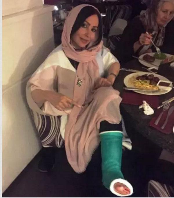 عکس پرستو صالحی و مادرش در جشن تولد مادرش با پای شکسته پرستو صالحی!