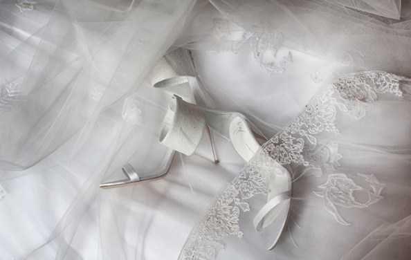 مدل تور و کفش عروس ست لباس عروس دانتل آستین دار