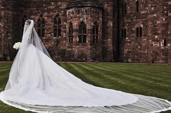 عکس عروسی سی یرا با لباس عروس در کنارهمسرش