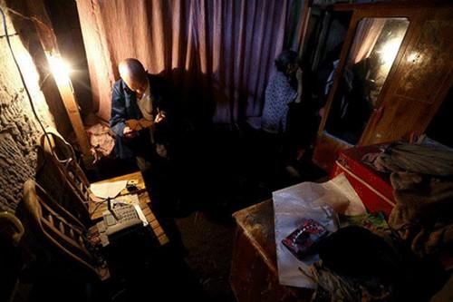 عکس های عجیب زن و شوهری که 54 سال در غاز زندگی می کنند!