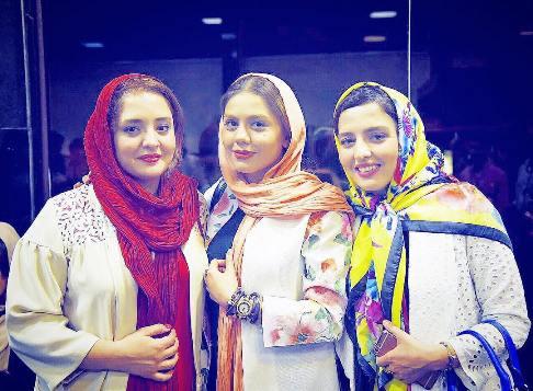 عکس نرگس محمدی و خواهرش سارا در کنار بازیگر زن آزاده زارعی
