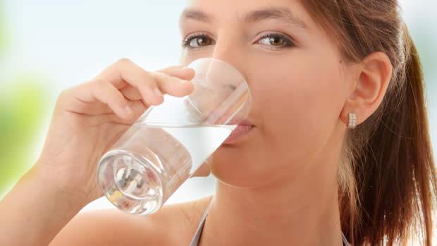 فایده نوشیدن آب قبل از صبحانه