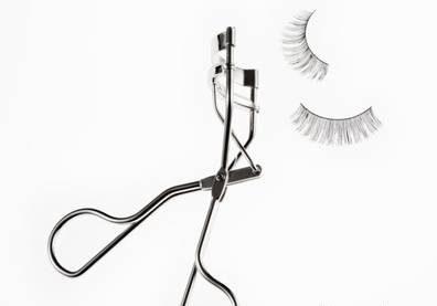 فر کننده ی مژه برای آرایش عروس استفاده کنید