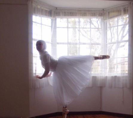تصاویر دختر با حجاب حرفه ای در رقص باله
