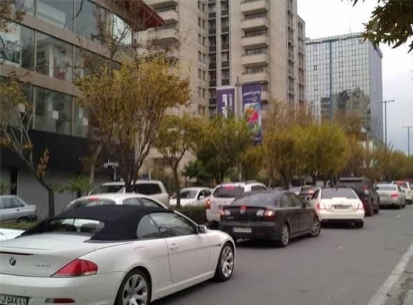 دور دور و خیابان گردی پسران و دختران دهه هفتادی در خیابان های تهران