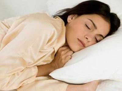 چرا بعضی از افراد در خواب حرف می زنند؟ دلیل حرف زدن در خواب چیست؟