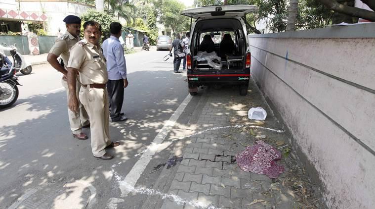 عکس های وحشتناک مرد هندی که با سر بریده زنش در خیابان قدم میزد!