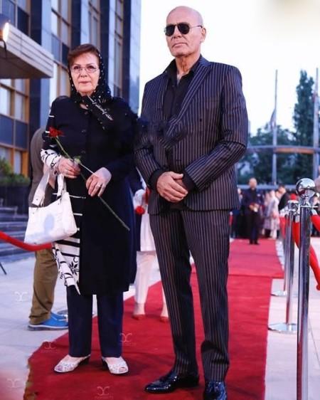 [blocked]عکس های دیدنی جمشید هاشم پور در کنار همسرش