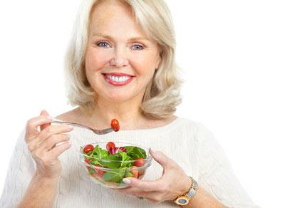 خوراکی هایی که یائسگی را به تاخیر می اندازند و خوراکی هایی که باعث یائسگی زودرس می شوند