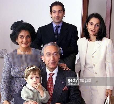 عکس های خانوادگی و خصوصی پروفسور سمیعی در کنار همسر و دو فرزندش