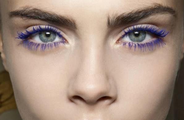 تصاویر آموزش مرحله به مرحله مدل آرایش چشم با ریمل رنگی