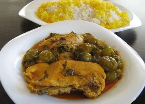 خورش گوجه سبز با مرغ
