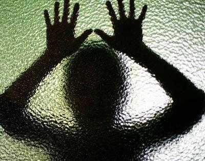 hhw597آزار و اذیت جنسی زن غریق نجات توسط جوان شیطان صفت و دوستانش