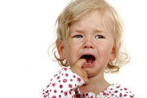 دار زدن کودک یک ساله توسط کارمند وحشی مهدکودک! + عکس