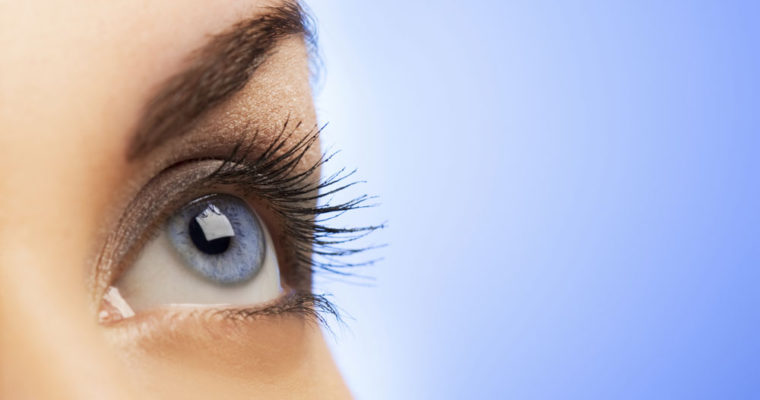 7 عادت بد را ترک کنید تا چشم های سالمی داشته باشید