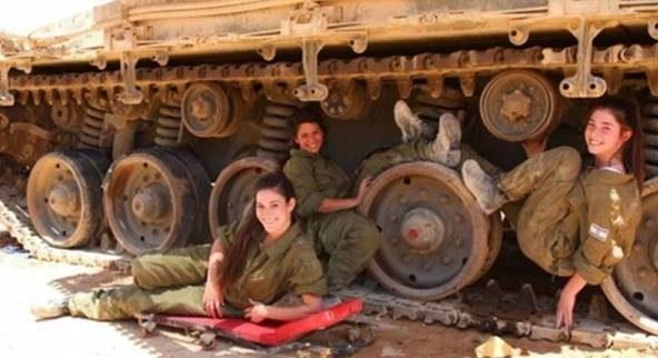 رابطه جنسی پسران و دختران جوان نظامی درون تانک!