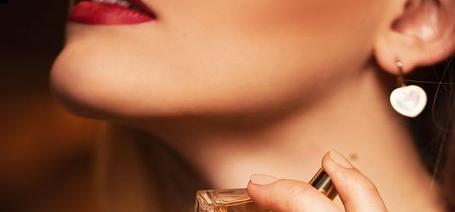 فوت فن عطر زدن و 8 راز عطر زدن خانم ها که همیشه بوی خوب می دهند