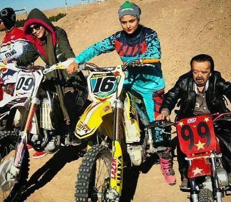 عکس های جنجالی شهرزاد کمال زاده در حال موتورسواری