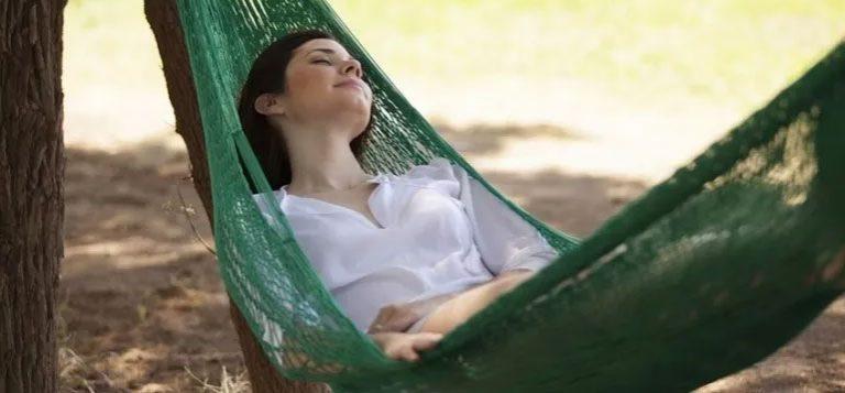چگونه با استرس زیادی که داریم راحت بخوابیم؟