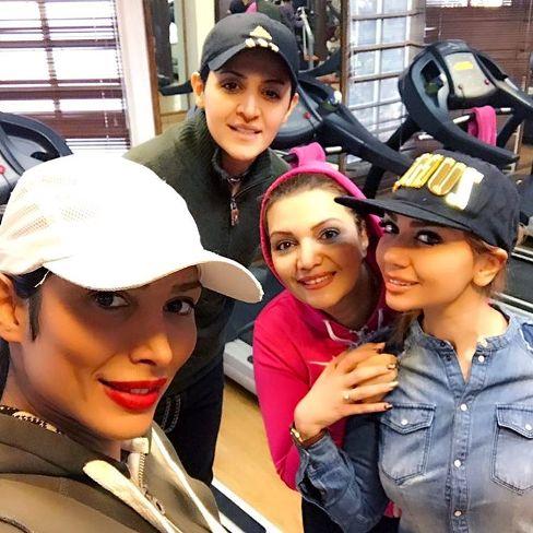 عکس الهام پاوه نژاد با لباس ورزشی در باشگاه در کنار دختران ورزشکار