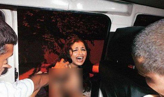 مرد لخت به سراغ دختر همسایه در حمام رفت! + عکس دختر
