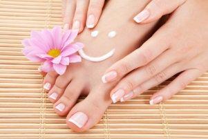 خانم های برای داشتن پاهای صاف و زیبا این نکات را رعایت کنید