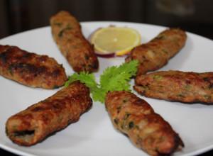 کباب کوبیده مرغ با سس هندی