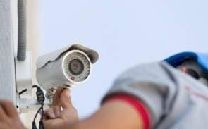 دوربین مخفی در دستشویی مدرسه دخترانه پیدا شد! + تصاویر