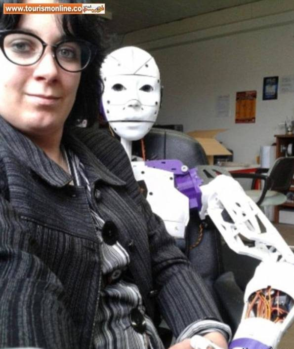 زن فرانسوی در اقدامی عجیب با ربات مرد ازدواج کرد! + عکس زن دیوانه