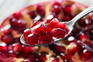 چرا شب یلدا باید انار بخوریم؟ 7 دلیل برای خوردن انار در شب یلدا