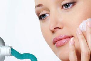 آیا خمیر دندان روی جوش بزنیم جوش خوب می شود؟