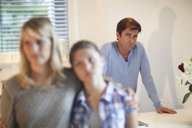 خیانت پدر و مادر, خیانت کردن والدین