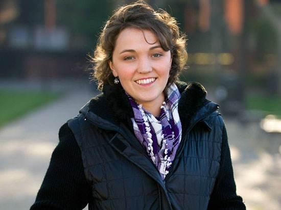 پترا اندرسون (Petra Anderson) به خاطر ناهنجاری مغزی از مرگ در حادثه تیراندازی تئاتر آرورا (Aurora) نجات یافت.