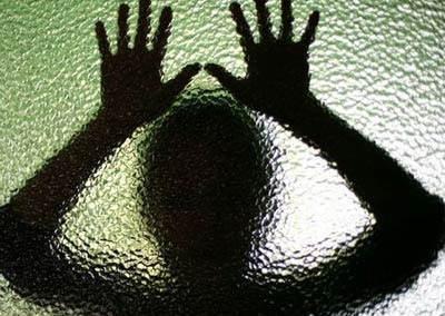 تجاوز جنسی و آزار اذیت دختر جوان و کشتن مرد صاحبخانه