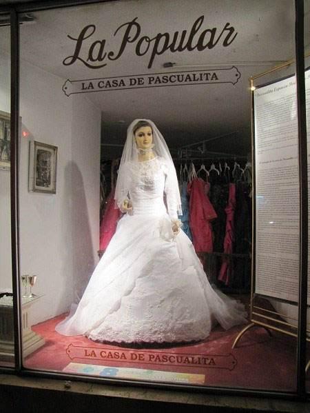 ماجرای جسد مومیایی شده دختر زیبا و مانکن پشت ویترین لباس فروشی!