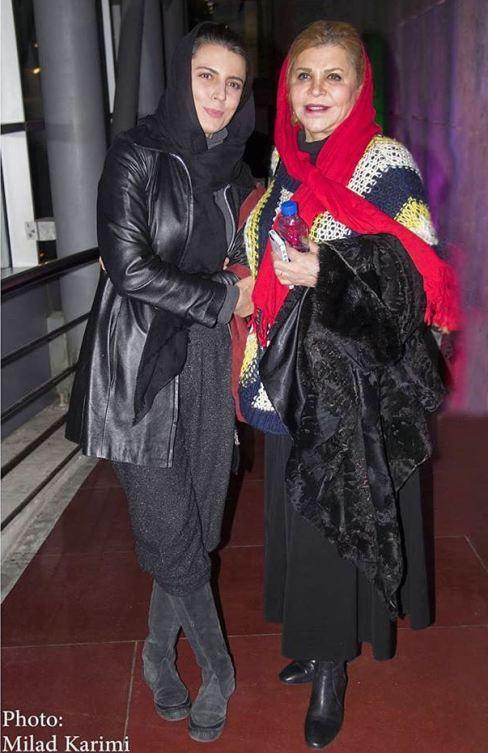 عکس لیلا حاتمی با شلوار عجیب در کنار مادرش