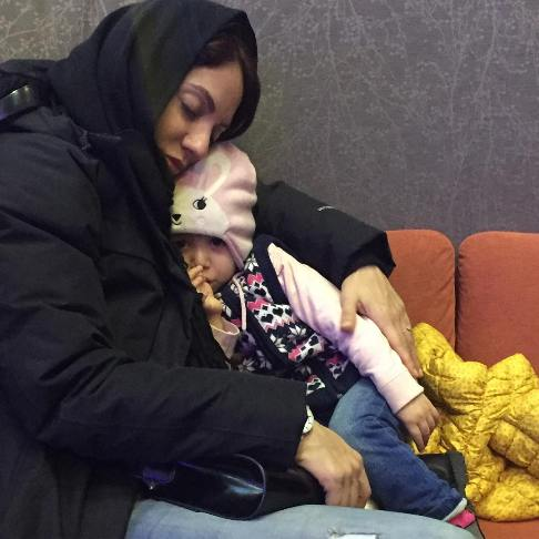 عکس جالب از خوابیدن مهناز افشار در کنار دختر زیبایش