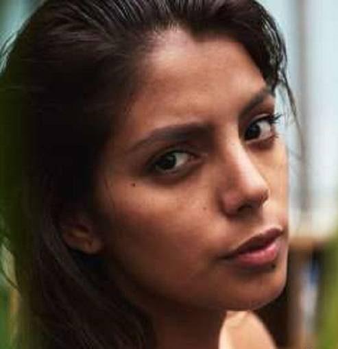 کیونی جیمز دختر شایسته اکوادور می گوید: