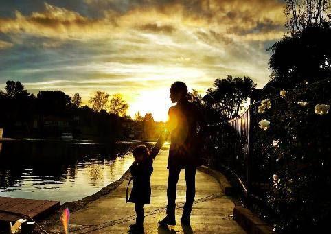 عکس های جدید و رمانتیک شادمهر عقیلی همسر و دخترش