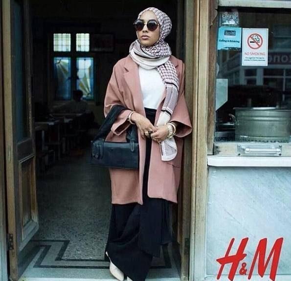سوء استفاده مدل زن معروف محجبه از حجاب و دین اسلام! + تصاویر مدل زن