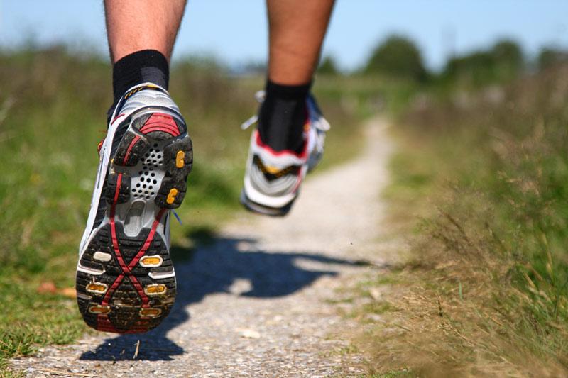 دویدن رو به عقب | فواید دویدن رو به عقب و کالری سوزی زیاد با این ورزش