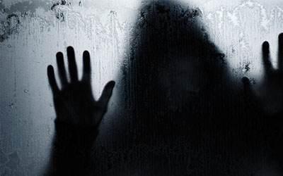 آقای مدیر پیرمرد به دختر منشی در خانه گران قیمتش تجاوز کرد!