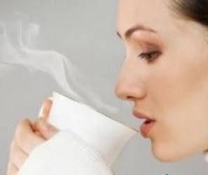 خواص نوشیدن یک لیوان آب گرم