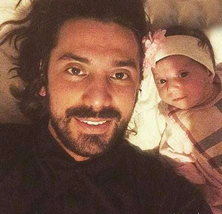 عکس امیرعباس گلاب و خواهرزاده اش