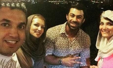 عکس روناک یونسی و خواهرش به همراه همسرانشان