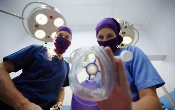 ماجرای وحشتناک زنی که زیر تیغ جراحی به هوش آمد!
