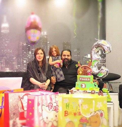عکس های رضا صادقی و همسرش در جشن تولد دخترشان