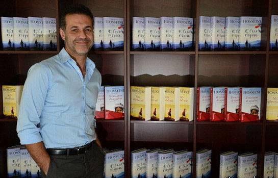 خالد حسینی (Khaled Hosseini)، نویسنده کتاب هاب بادبادک باز (The Kite Runner) و هزار خورشید تابان (A Thousand Splendid Suns)