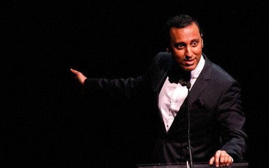آصف مندوی (Aasif Mandvi)، کمدین و مجری برنامه تلویزیونی دیلی شو (Daily Show )